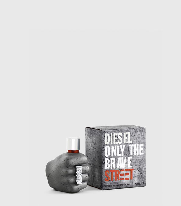 https://se.diesel.com/dw/image/v2/BBLG_PRD/on/demandware.static/-/Sites-diesel-master-catalog/default/dw59fa09ef/images/large/PL0457_00PRO_01_O.jpg?sw=594&sh=678