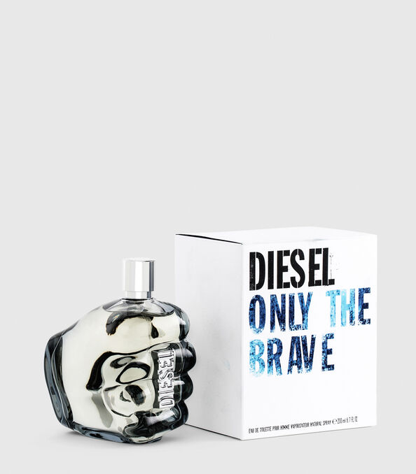 https://se.diesel.com/dw/image/v2/BBLG_PRD/on/demandware.static/-/Sites-diesel-master-catalog/default/dwa36491ac/images/large/PL0305_00PRO_01_O.jpg?sw=594&sh=678