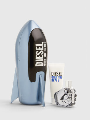 https://se.diesel.com/dw/image/v2/BBLG_PRD/on/demandware.static/-/Sites-diesel-master-catalog/default/dwa688486a/images/large/PL0520_00PRO_001_O.jpg?sw=306&sh=408