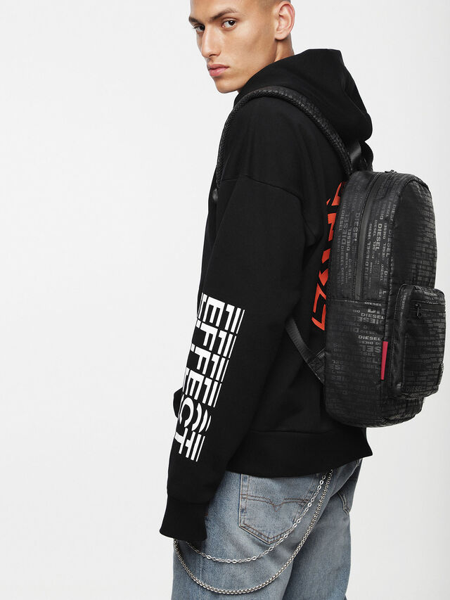 F-DISCOVER BACK, Black/poppy red